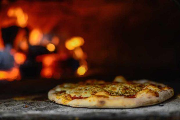 Dónde comer pizza a la leña en La Plata: Abra Maestro