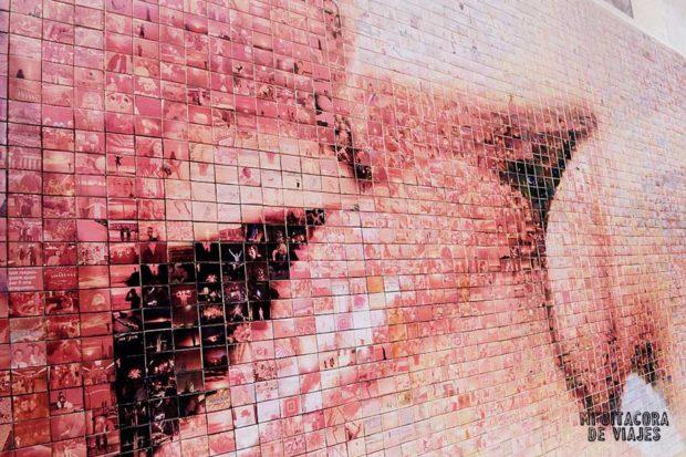 Mural de Barcelona: El mundo nace en cada beso